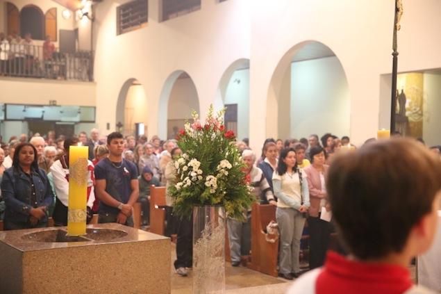 missa-e-procissao-na-igreja-bom-jesus-dos-passos-arautos-do-evangelho-2_0