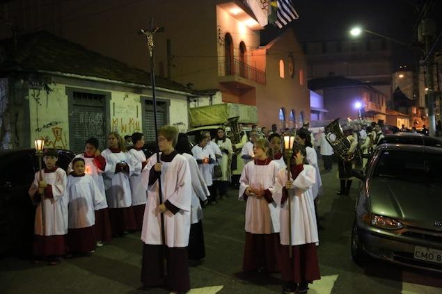 missa-e-procissao-na-igreja-bom-jesus-dos-passos-arautos-do-evangelho0-4