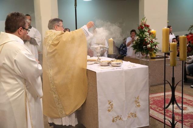 missa-e-procissao-na-igreja-bom-jesus-dos-passos-arautos-do-evangelho0-7