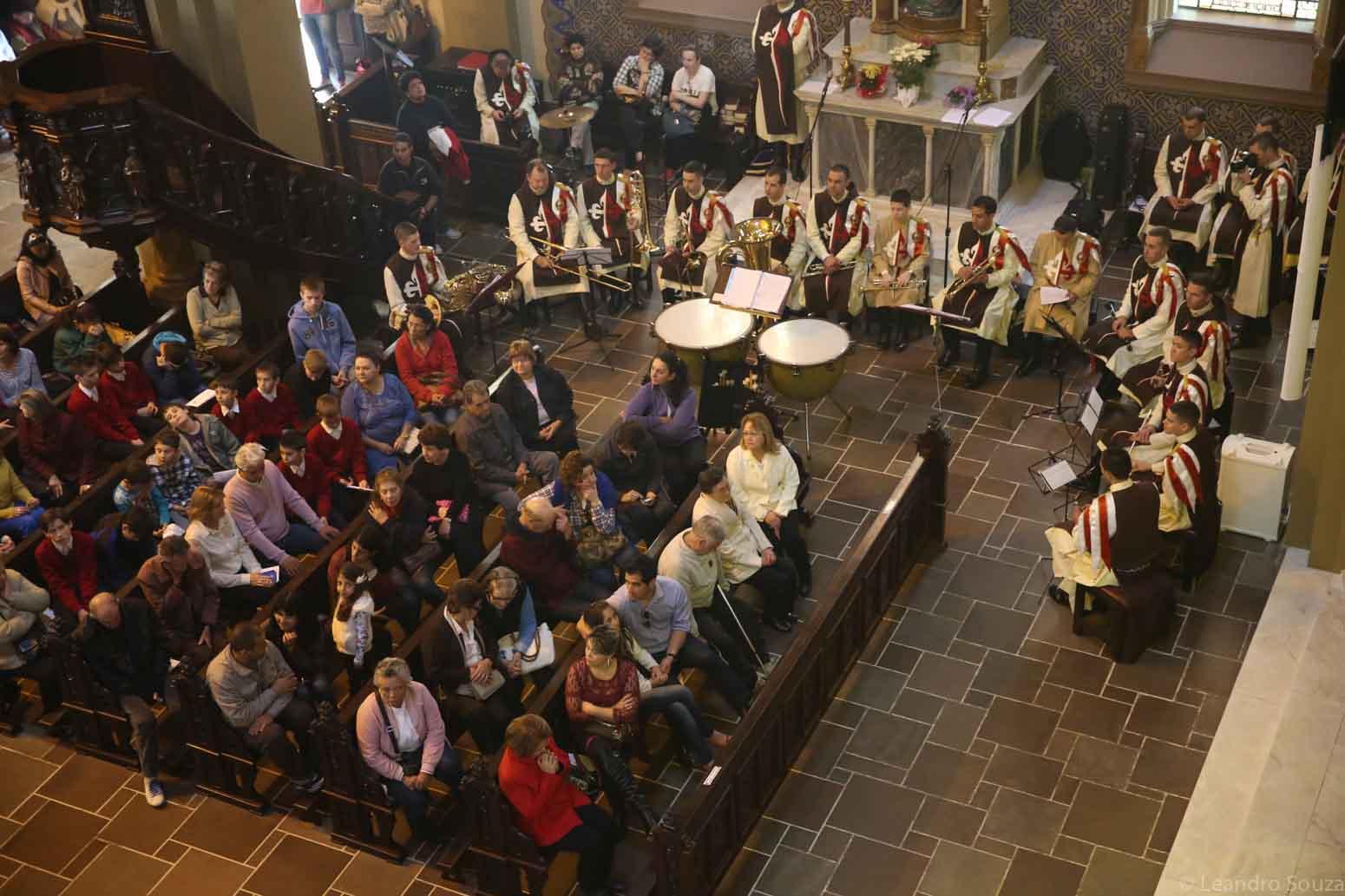 cerimonia-da-primeiro-sabado-na-catedral-de-curitiba-com-participacao-dos-arautos-do-evangelho-da-casa-divina-providencia-10
