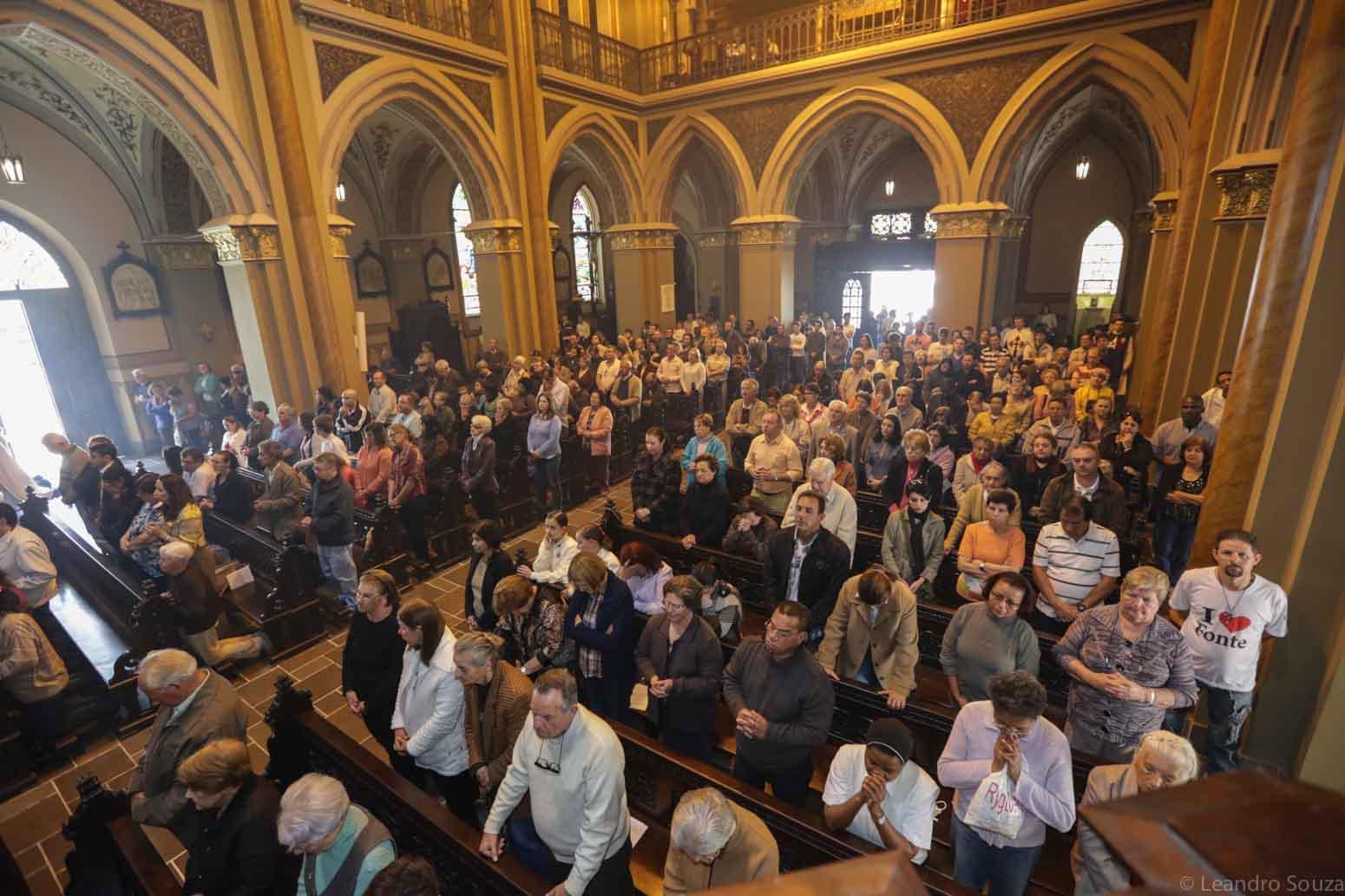 cerimonia-da-primeiro-sabado-na-catedral-de-curitiba-com-participacao-dos-arautos-do-evangelho-da-casa-divina-providencia-13