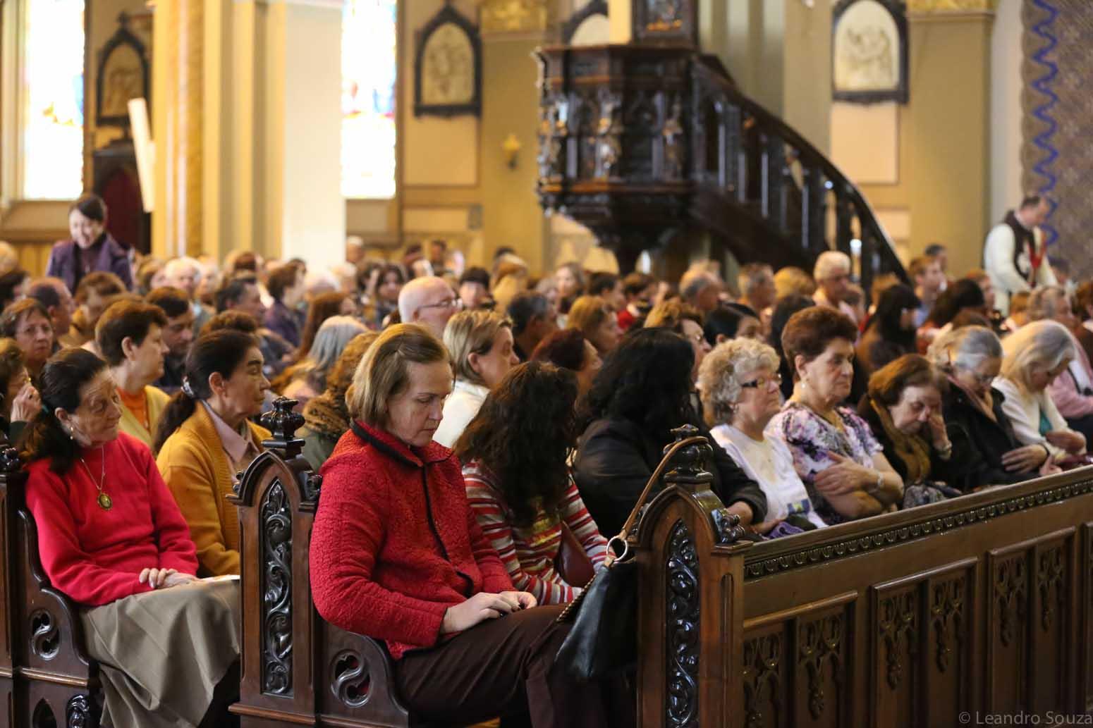 cerimonia-da-primeiro-sabado-na-catedral-de-curitiba-com-participacao-dos-arautos-do-evangelho-da-casa-divina-providencia-4